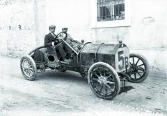 První velké vítězství dosáhl Ferdinando Minoia navoze Isotta-Fraschini Tipo D vroce 1907 naCoppa Florio naokruhu kolem Brescie.